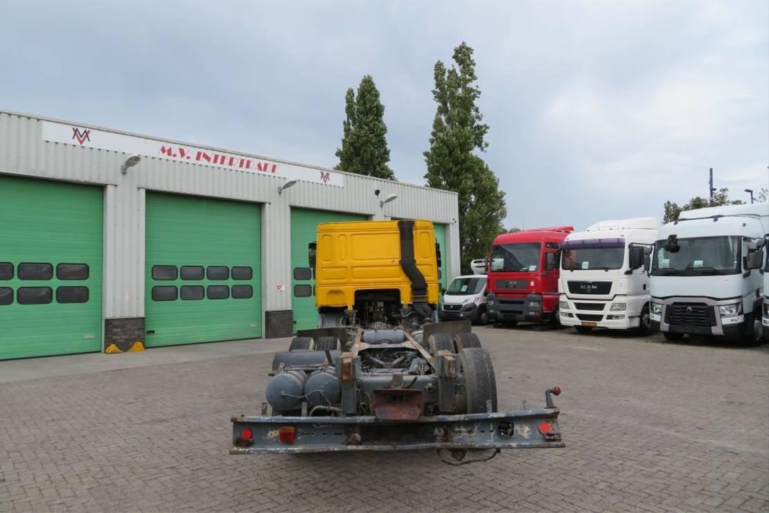 chassis cabine vrachtwagen DAF 95.400 ATI  (Manual diesel injector pomp).  Euro2 1989