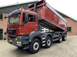 kipper vrachtwagen MAN TGS 41 8X8 22m3 Hardox Isolated kipper EURO 5 2010