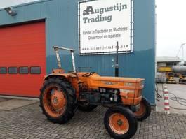 standaard tractor landbouw Fiat 640/8