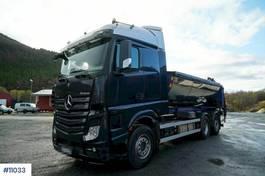 containersysteem vrachtwagen Mercedes-Benz hook lift. 6x2 with few km. 2016